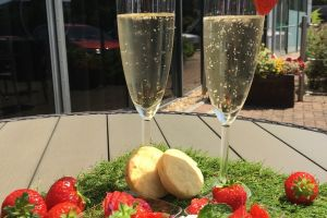 Cardiff - Strawberries, Cream & Prosecco